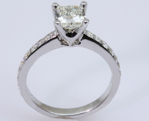 18kt White Gold Designer Engagement Ring