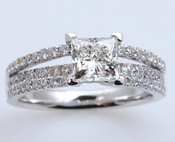 18kt Diamond Engagament Ring