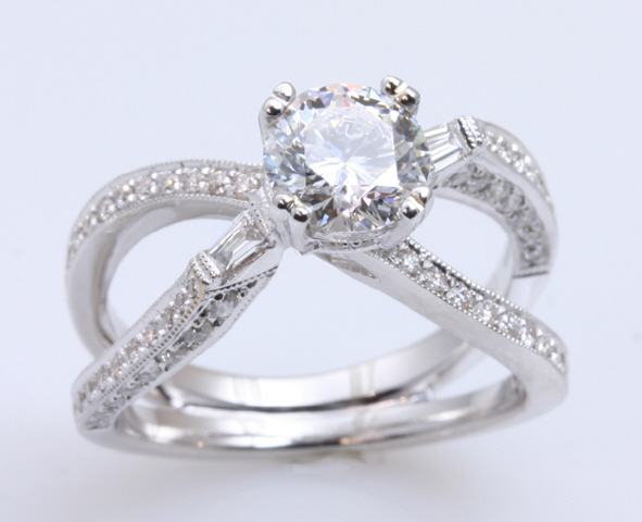 18kt Criss Cross Engagement Ring